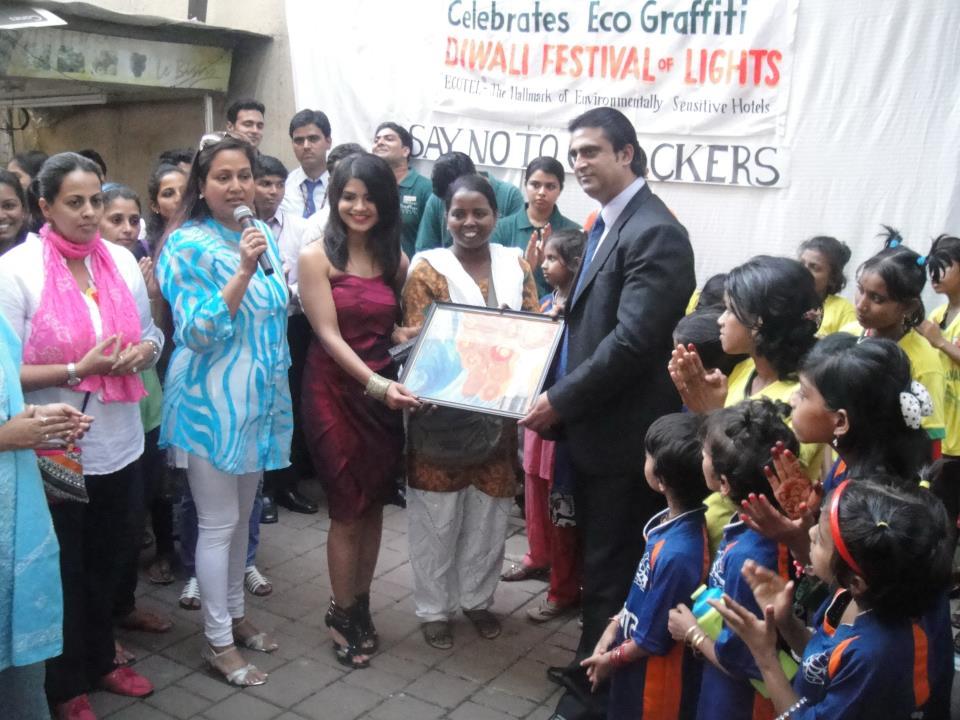 eco-friendly-diwali-promotion-at-rodas-hiranandani-powai-rashmi-n-elsie-gabriel
